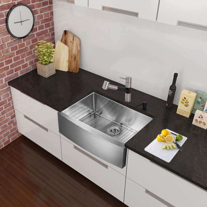 Vigo All In One 30 Inch Stainless Steel Farmhouse Kitchen Sink And